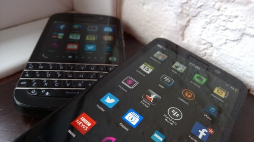 Blackberry Z30 and Q10 with homescreens