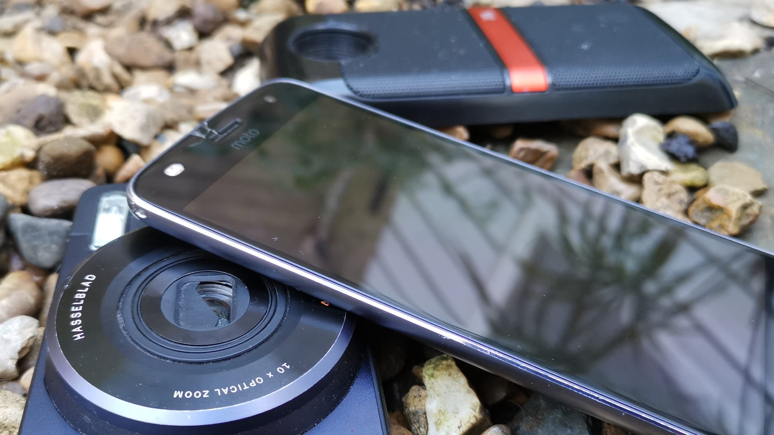 Moto Z2 Play with Hasselblad camera and JBL speaker Moto Mods